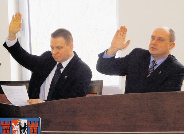 Krzysztof Zygma (z lewej) chce odwołać Ireneusza Krasia. A Kraś (z prawej) chce odwołać Zygmę