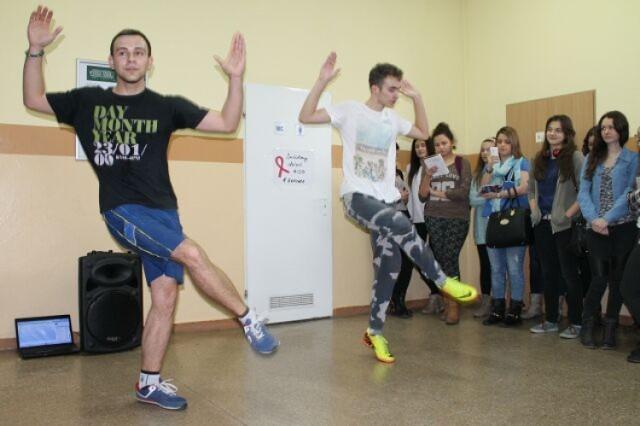 I LO w Chodzieży: Nietypowy WF - uczniowie tańczyli Zumbę