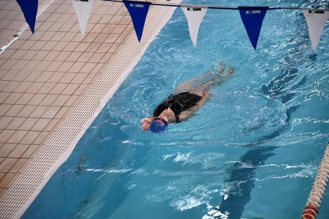 W piątek, 12 lutego, na krytej pływalni było tylko kilka osób.