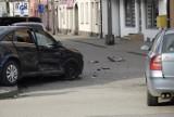 Zderzyły się dwa samochody osobowe na skrzyżowaniu Batorego i Strykowskiej [ZDJĘCIA]