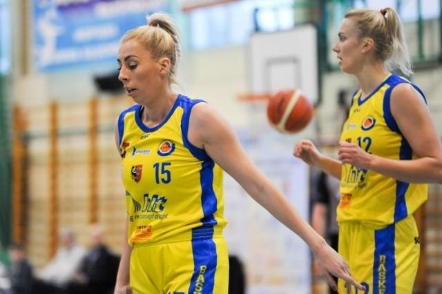 Na nic zdało się 16 punktów Agnieszki Misiek (z lewej).