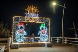 Puck żegna świąteczne klimaty. Znika m.in. choinka i bombka z rynku, świąteczne iluminacje oraz bałwanki z puckiego molo   ZDJĘCIA