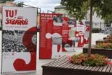 """Kolejna plenerowa wystawa w Wągrowcu. Na Rynku stanęły plansze o """"Solidarności"""""""