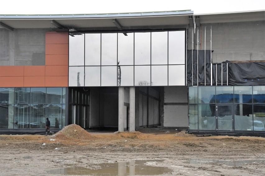 """Centrum Handlowe """"Sekunda"""" w Jędrzejowie wygląda coraz..."""