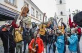 Rzeszów. Pomimo złej pogody mieszkańcy zagrali dla Tadeusza Nalepy [ZDJĘCIA]
