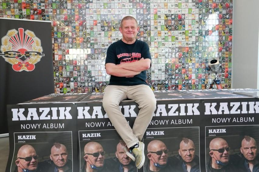 """Kazik Staszewski """"w niedyspozycji wokalnej"""". Zespół Kult..."""