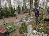 Instytut Pamięci Narodowej wizytuje cmentarz w Szczecinku. Groby ofiar mordów sowieckich [zdjęcia]
