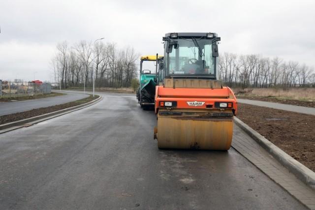 Sprawdź na listach poniżej czy ulica lub droga w twojej okolicy zostanie wyremontowana lub przebudowana. Zdania podzielono na gminne i powiatowe. Są też listy rezerwowe gdyby jakaś inwestycja z list podstawowych nie mogła dojść do skutku.