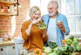 Informator Medyczny: Zdrowa dieta seniora - aktualna piramida żywieniowa dla starszych osób. Przygotuj listę najlepszych produktów!