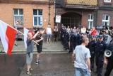 """Protesty pod Teatrem Rozrywki w Chorzowie przed premiera """"Klątwy"""" [ZDJĘCIA, WIDEO]"""