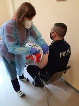 W Bełchatowie trwają szczepienia policjantów przeciwko Covid-19