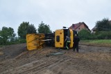 Śrem i okolice: przewrócona wywrotka w Psarskiem. Na miejscu straż pożarna, pogotowie i policja