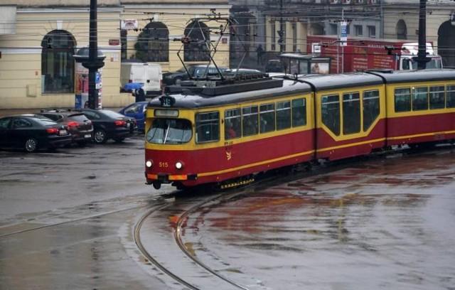 Na ul. Pomorskiej w rejonie placu Wolności będą wymieniane słupy trakcji tramwajowej.  Z tego powodu w dniach 27-28 lutego (sobota – niedziela) w godz. 7-17 tramwaje 1, 15 i 17 nie pojadą Pomorską przez plac. Zmiany dotyczą obu kierunków.
