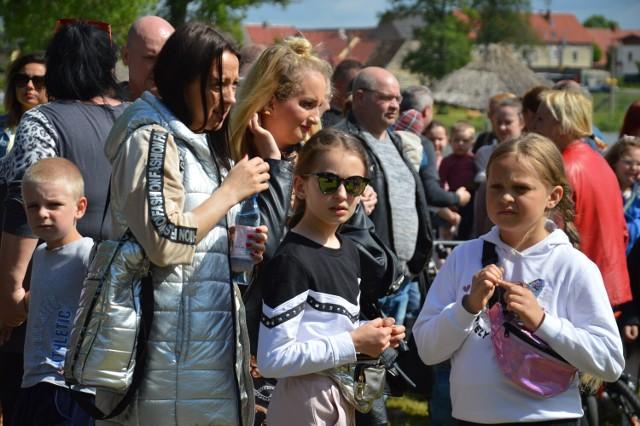 Prawdziwe, dawno niewidziane tłumy przyszły i przyjechały na festyn rodzinny nad zalewem w Małomicach. Byliście? Jesteście na zdjęciach? Zobaczcie galerie i przesuwajcie zdjęcia strzałkami!