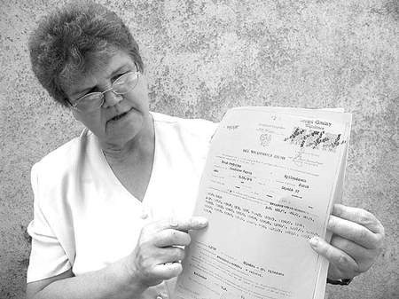 Janina Kuk jest w posiadaniu aktów własności ziemi, których sąd nie uwzględnił. MAGDALENA CHAŁUPKA
