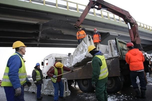 Uszkodzenia wiaduktu oceniają eksperci