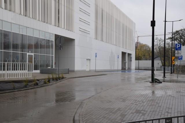 Po zakończeniu prac na poziomach parkingu +3 i +4, które planowane jest na II połowę 2021 roku, klienci Focus Mall będą mieli do dyspozycji 1.300 miejsc postojowych.