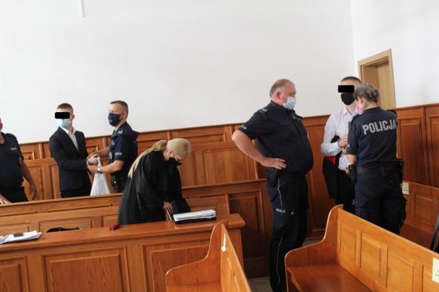 Szymon G. i Szymon A. usłyszeli wyrok 13 miesięcy więzienia, z sądu wyszli już na wolność