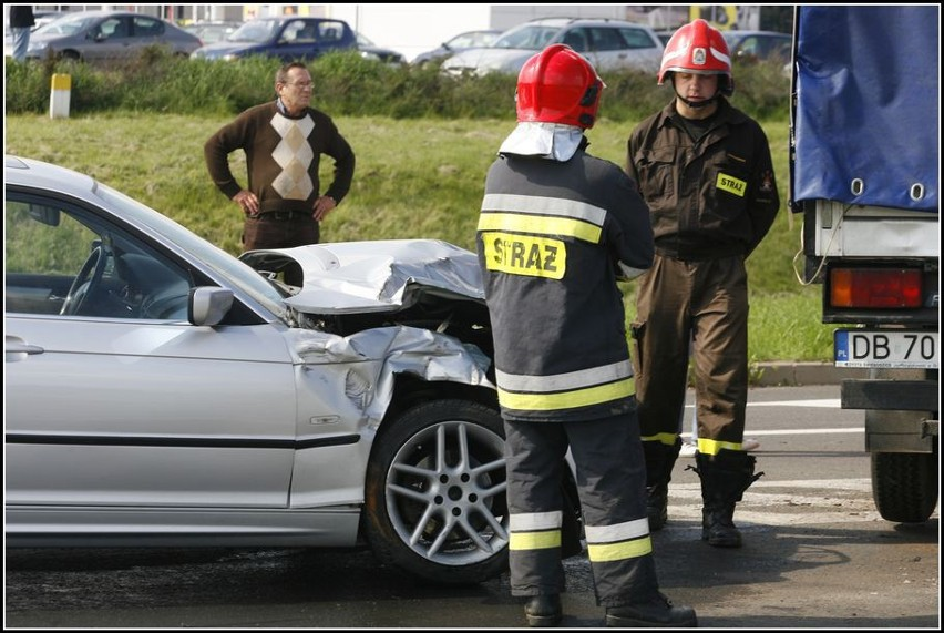 Szczawno-Zdrój: Wypadek koło ronda (zdjęcia i film)