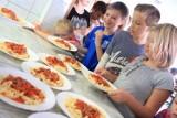 Tak karmią w toruńskich przedszkolach i szkołach. Ile kosztują posiłki dla najmłodszych dzieci? ZDJĘCIA