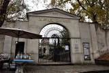 """""""Sekrety Kalisza"""" - wędrówka po cmentarzu miejskim szlakiem mogił znanych i zasłużonych kaliszan ZDJĘCIA"""