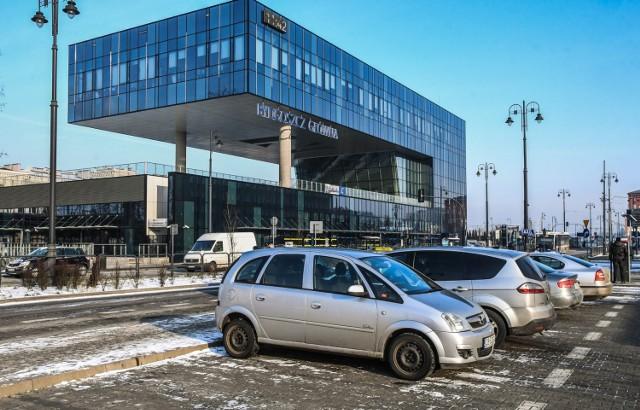 PKP S.A. ujednolica standard zarządzania obszarami płatnego parkowania przy dworcach kolejowych. Teraz czas na parking przy stacji PKP Bydgoszcz Główna.