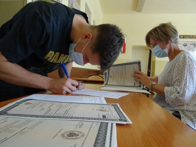 Wyniki Matury 2021 w II LO w Radomsku. Rozdanie świadectw dojrzałości