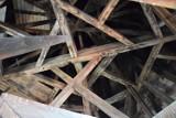 Wnętrze wieży kościoła Mariackiego w Szczecinku. Cudo ciesielki sprzed ponad 100 lat [zdjęcia]