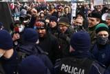 """Warszawa. Policja podsumowuje weekendowy """"Marsz o Wolność"""". 6 osób zatrzymano. Są wnioski do sądu i sanepidu"""