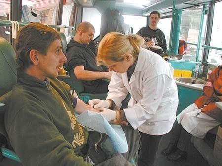 Chętnych do oddania krwi nie brakowało. Foto: MAGDALENA CHAŁUPKA
