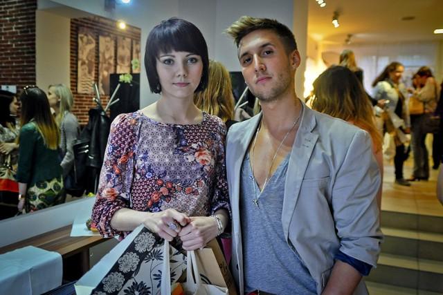 Grupa autorek blogów poświęconych modzie i urodzie spotkała się ...