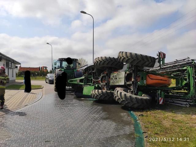 Wypadek: W Gościnie wywrócił się opryskiwacz rolniczy