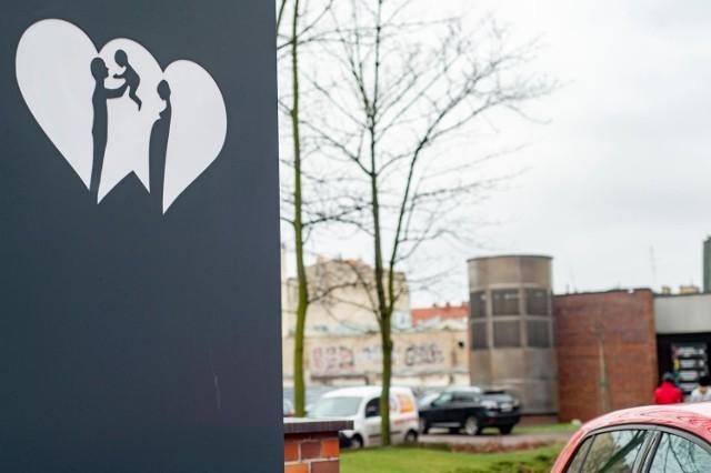 Wkrótce szpital miejski przy ul. Szwajcarskiej zamieni się całkowicie w szpital zakaźny. Będą tam trafiać wszyscy pacjenci z Wielkopolski z koronawirusem. W planach ministerstwa jest także wykorzystanie części szpitala przy ul. Polnej.