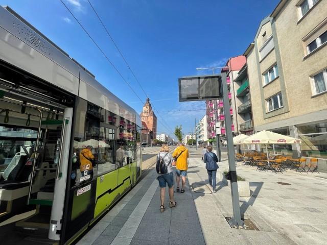 Rozpoczął się montaż pierwszych tablic ledowych na przystankach komunikacji miejskiej Gorzowie.