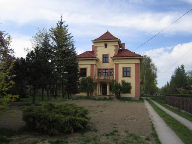 Dom rodziny Petersów w Brzesku, w jego progach przed laty gościł Karol Wojtyła, wstąpił tu, gdy odwiedzał swoją ciocię w Krakowie