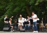 """Gmina Dobrzyca. Big Band """"Po Godzinach"""" zaczarował publiczność w dobrzyckim parku"""