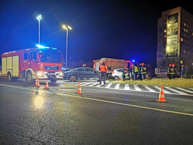 W poniedziałkowy wieczór na rondzie koło Galerii Emka w Koszalinie do wypadku.