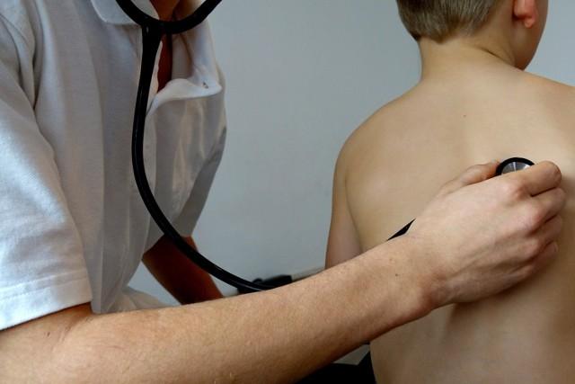 Coraz więcej dzieci zaczyna w tym roku chorować na wirus RSV