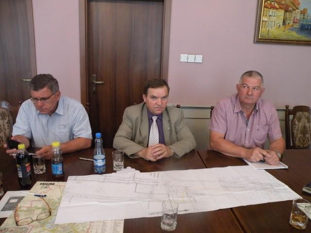 Marek Bereżecki, z poznańskiego oddziału GDDKiA, opowiadał o budowie drogi ekspresowej s5, w Urzędzie Miasta w Gnieźnie