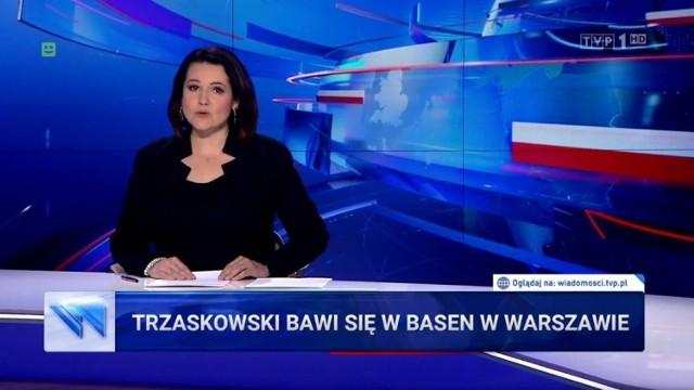 Trzaskowski zostawił tonącą Warszawę? Tak wynika z pasków TVP Info. Burza nad Warszawą, spowodowała nie tylko utrudnienia w stolicy, ale również wywołała falę memów w mediach społecznościowych. Jak zauważa TVP, kandydat na prezydenta Polski Rafał Trzaskowski nie odniósł się w mediach społecznościowych do zaistniałej sytuacji. Czy Trzaskowski, jako kapitan statku, miał prawo zostawić go w czasie ulewy? Zobacz głosy internautów na temat tej sytuacji.