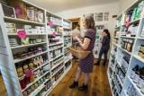 Sklepy z ekologicznymi kosmetykami w Warszawie. Tu kupicie produkty bez chemii i wegańskie specyfiki