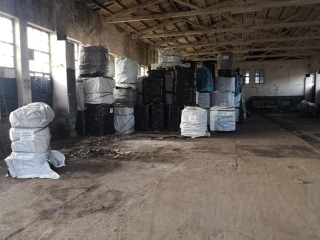 600 pojemników z odpadami chemicznymi znaleziono w kozielskim porcie