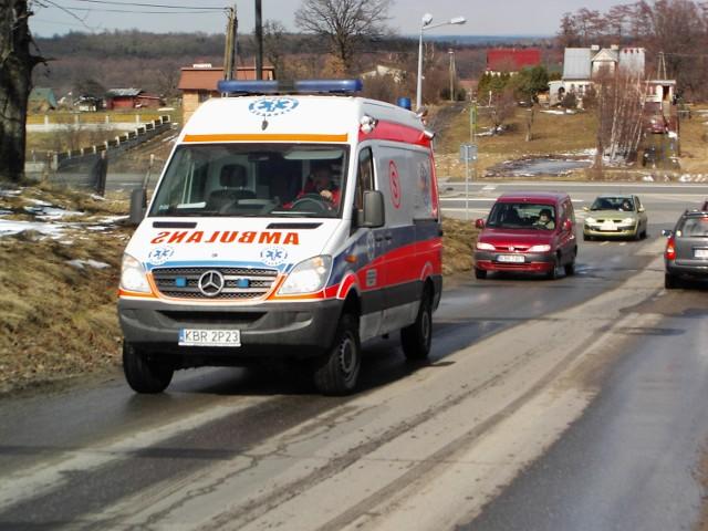 Powrót i wyjazd ze szpitala powiatowego w Brzesku to dla kierowców karetek wielki problem