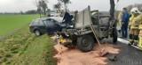 Wypadek w Kuniowie pod Kluczborkiem. Zabytkowy jeep wjechał w volkswagena