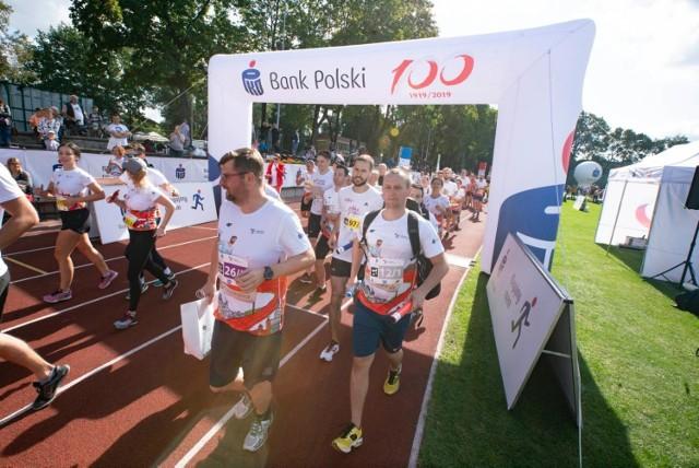 W 5. edycji PKO Biegu Charytatywnego w Krakowie udział wzięło blisko 100 drużyn!. Dopingowała ich wspaniała publiczność.