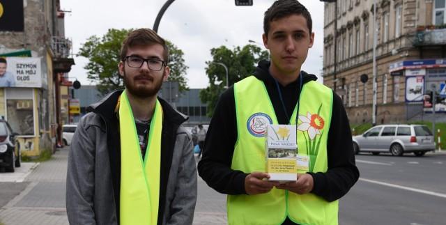Uczniowie i wolontariusze zbierają datki na rzecz Hospicjum im. Św. Jana Pawła II w Jarosławiu