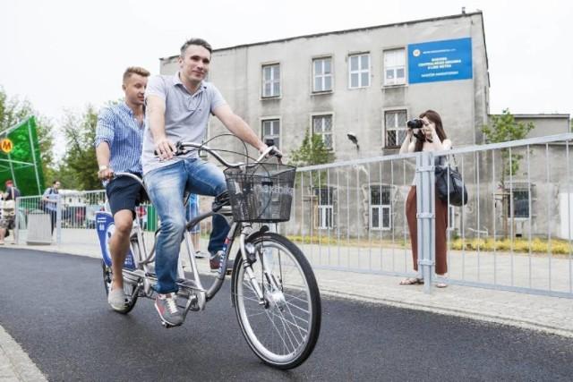 Darmowe śniadanie dla rowerzystów w 8 miejscach Warszawy. Tylko do wyczerpania zapasów!