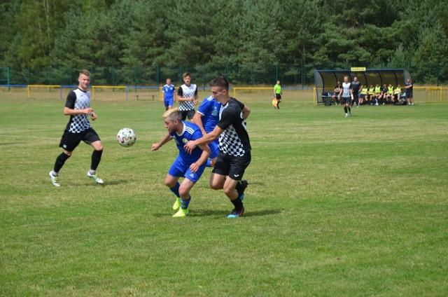 Piłkarze GTS Czarna Dąbrówka w pierwszym meczu słupskiej klasy okręgowej ulegli na własnym terenie drużynie Bytovii II Bytów