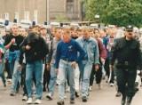 Tak wyglądała w Wałbrzychu wojna kibiców w 1998 roku! Zobaczcie archiwalne zdjęcia!