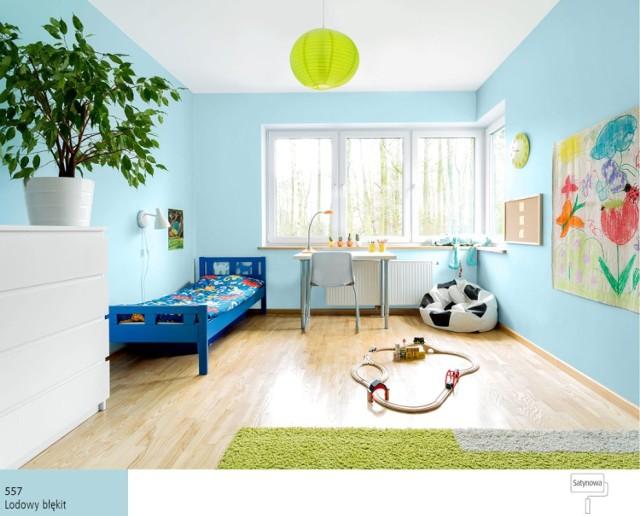 Zimne kolory (np. Śnieżka Satynowa 557 Lodowy Błękit) wyciszają zmysły. Świetnie sprawdzają się w sypialniach i wszędzie tam, gdzie zależy nam na schłodzeniu głowy i uspokojeniu myśli. Chłodna zieleń przyniesie ukojenie oczom, zaś jasny błękit to kolor, który pomoże optycznie powiększyć wnętrze. Przez skojarzenie z pogodnym niebiem, daje poczucie nieskończonej przestrzeni. Zimne kolory polecane są do domowego biura, sypialni i pomieszczeń, w których przebywają osoby nadpobudliwe.